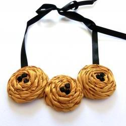Golden roses: fabric flower statement necklace
